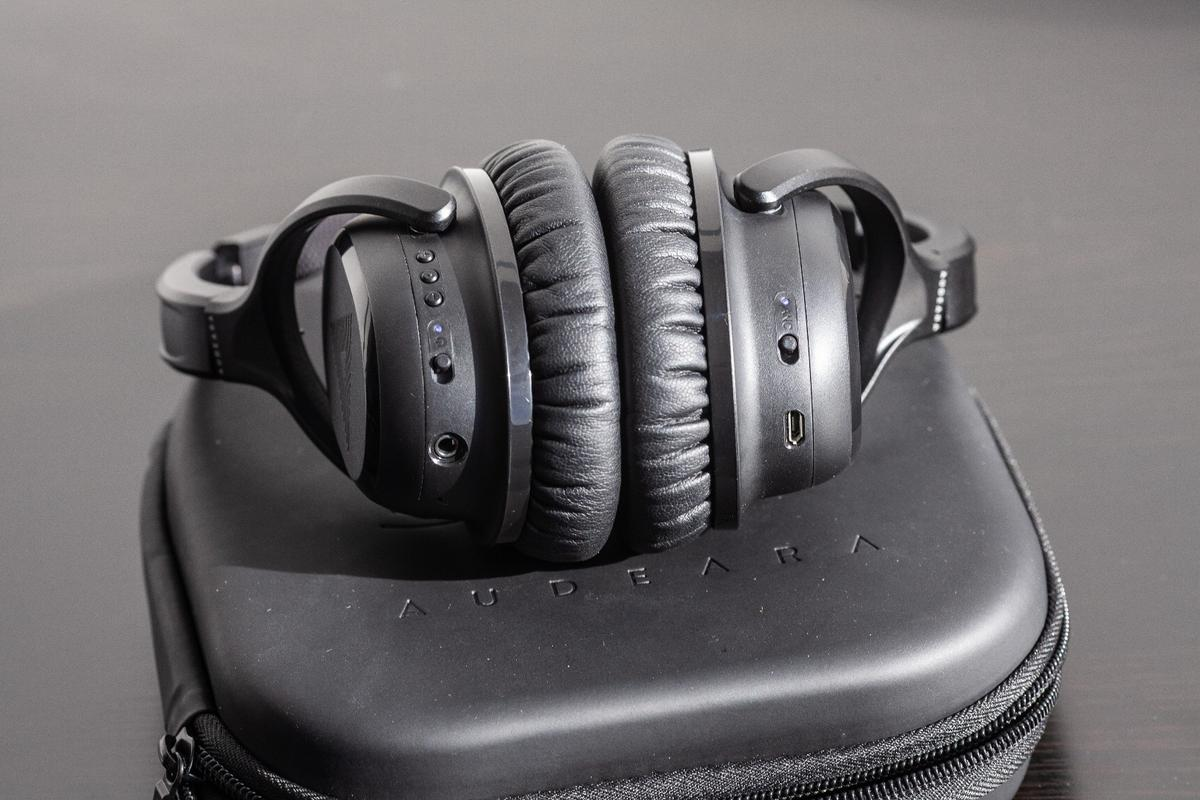 Audeara A-01 adaptive headphones: basic controls, 3.5 mm and MicroUSB jacks and a noise-canceling switch
