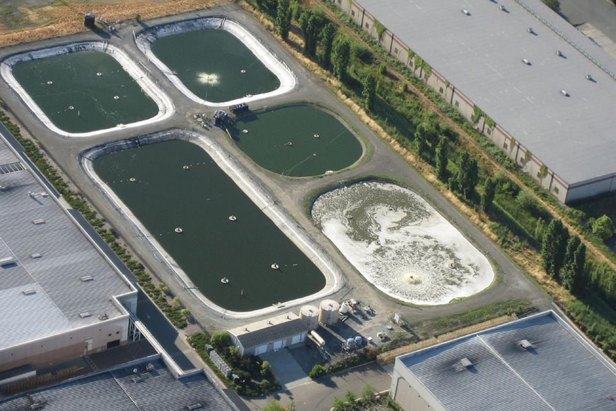 Sewage plants like this could soon be soon be self-sufficient in terms of energy usage (Image: dweekly via Flickr)