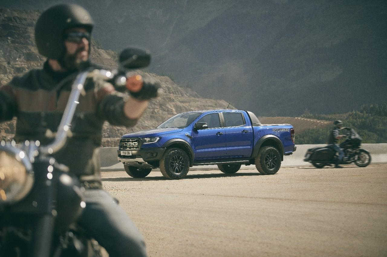 Ford Ranger Raptor: yeah, you show those bikers