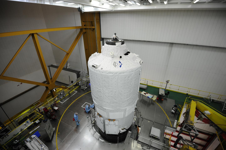 ATV-5 beingf fitted to Ariane 5 (Image: ESA/M. Pedoussaut)