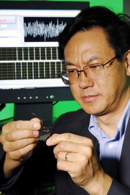Professor Zhong Lin Wang and the prototype