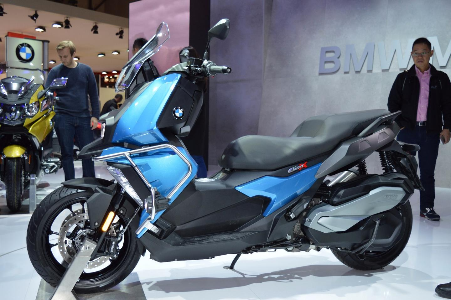 BMW's new C400X mid-size was unveiled at EICMA 2017