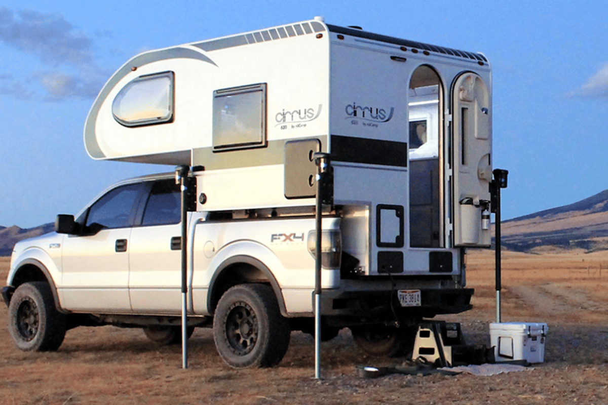With the Cirrus 620, nuCamp presents a pickup camper optimized for popular half-ton trucks