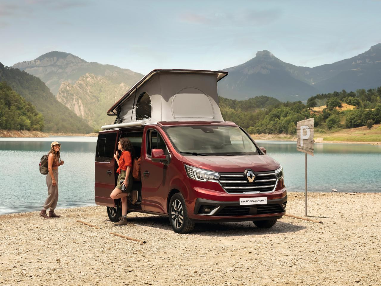 After launching the Trafic SpaceClass Escapade camper van in Switzerland in 2020, Renault uses the Caravan Salon to announce the expansion to additional European markets