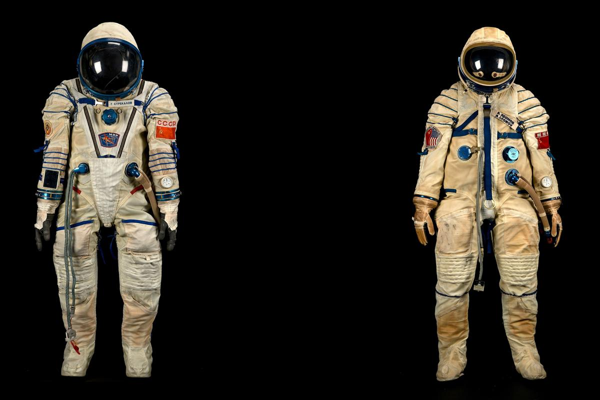 The spacesuits of Gennadi Strekalev (left) and Alexei Leonov (right)
