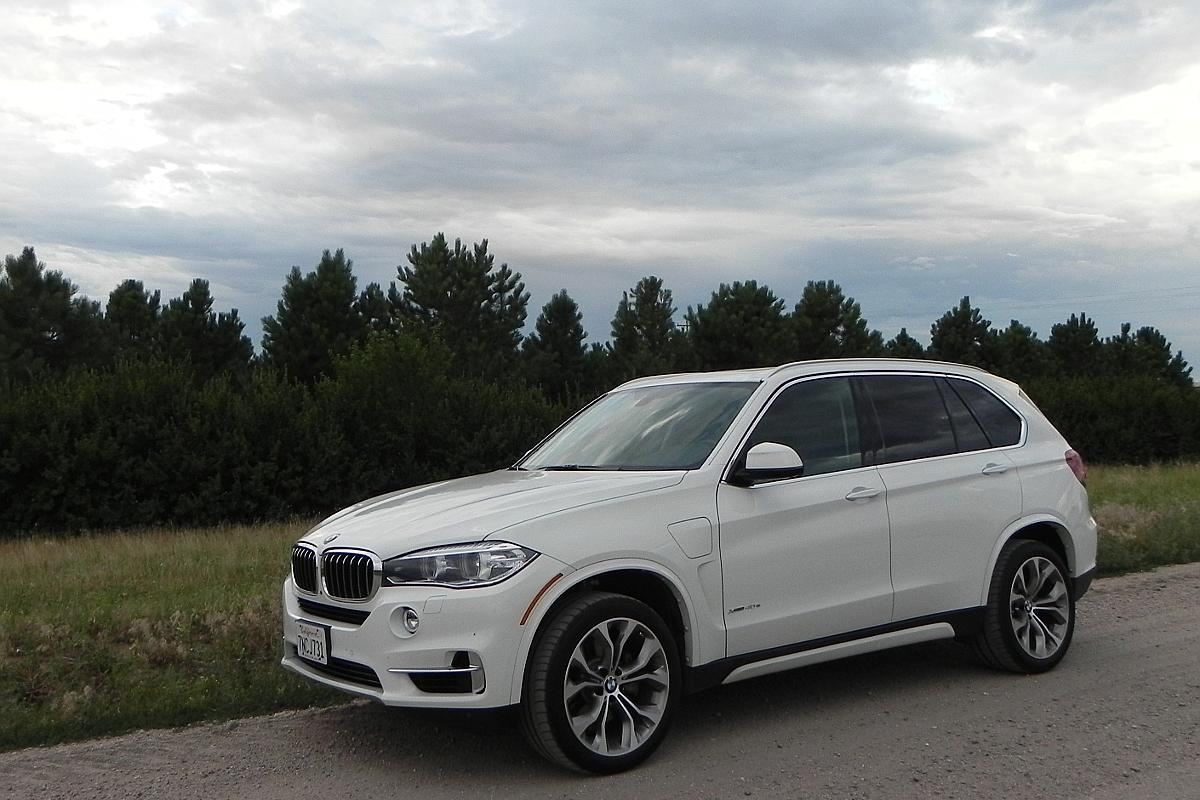 The X5 now becomes part of the larger iPerformance family in the BMW workshop, with the new xDrive40e plug-in hybrid model