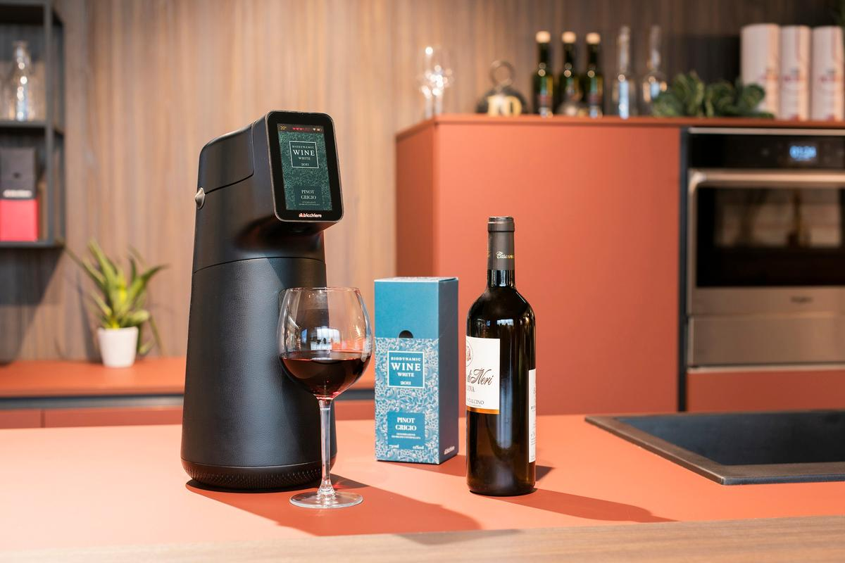The Albicchiere wine dispenser is currently on Kickstarter