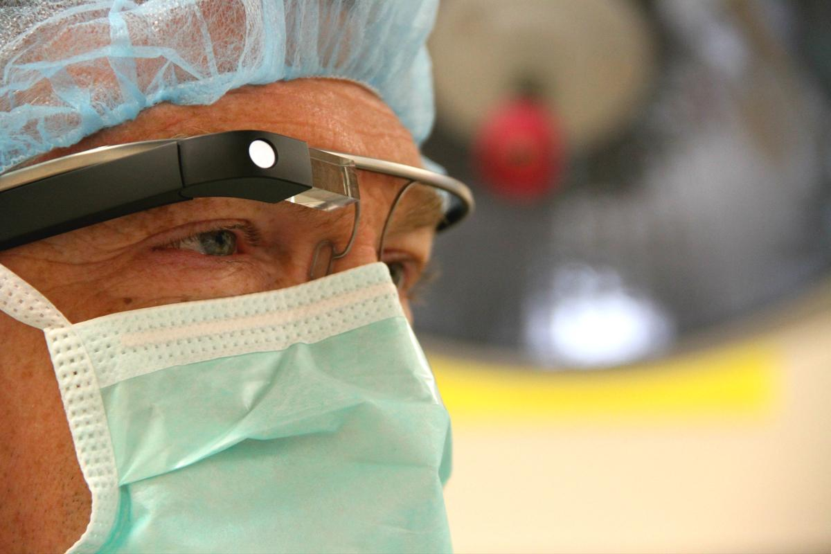 Performing surgery while wearing Google Glass could offer advantages for doctors and patients (Photo: Ohio State University)