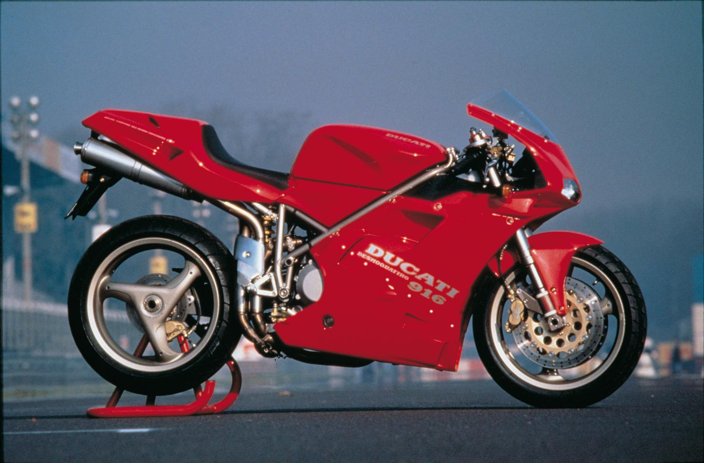 The original 916, with its eye-popping single sided swingarm