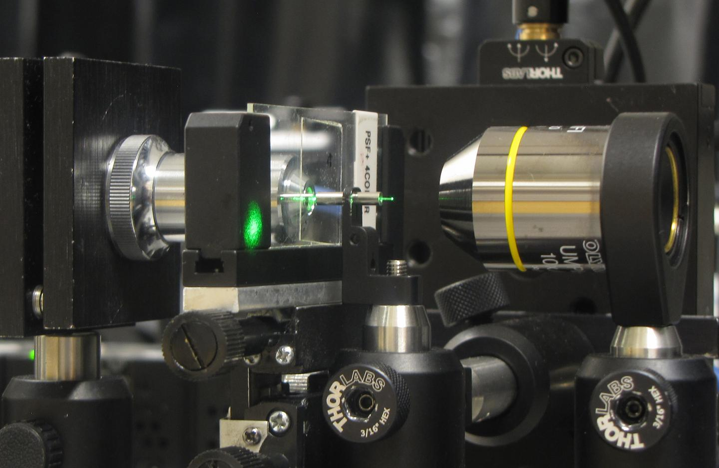 Using a US$40 needle, the scientists created a 3D microscope capable of creating images with a resolution of around one micron (Photo: Ganghun Kim, University of Utah)