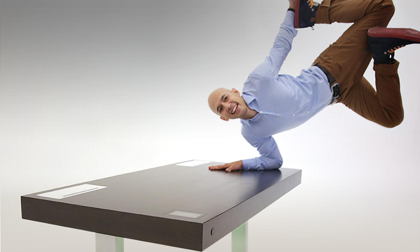 The hardwood surface of the desktop is 58.5 x 29.5 in (148.6 x 75 cm) and can support a dynamic load up to 75 lbs (34 kg)