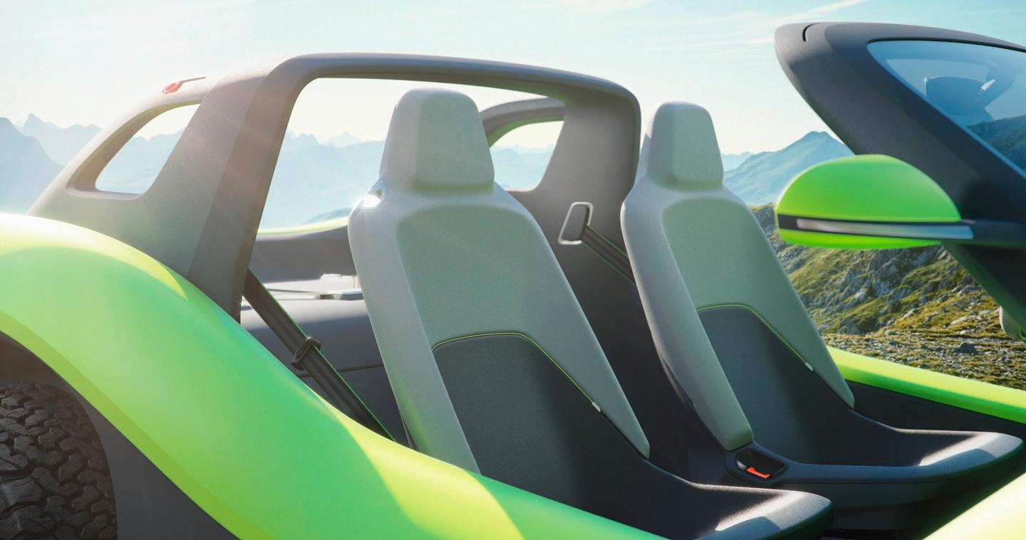 Two Nappa leather seats and a Targa bar