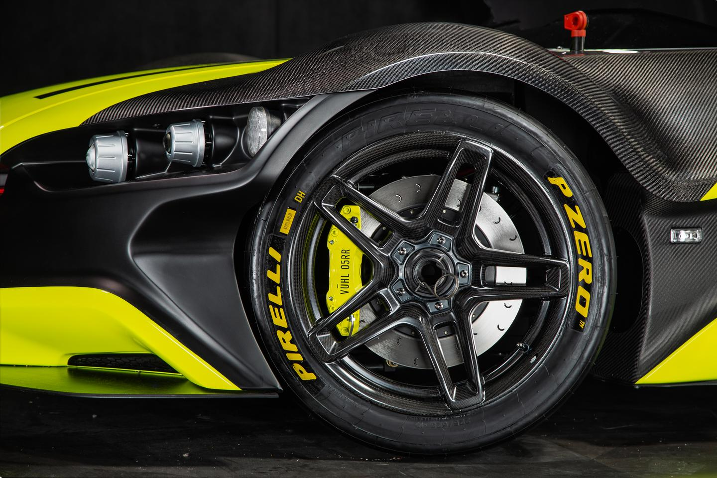 Vuhl 05RR: carbon rims and 330mm grooved brake rotors