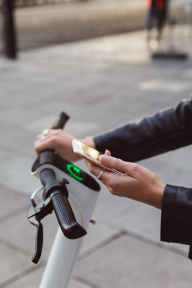 A companion mobile app will allow riders to lock and unlock the Taur e-scooter, select lighting options and limit the speed
