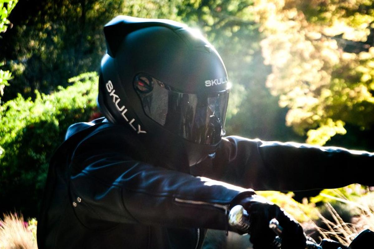 The Skully AR-1 helmet give the rider a heads-up display of real-time information and a view of the road behind (Photo: Skully Helmets)