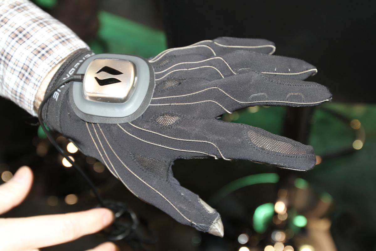 The PEREGRINE gaming glove is perfect for RTS and a host of other non-gaming applications