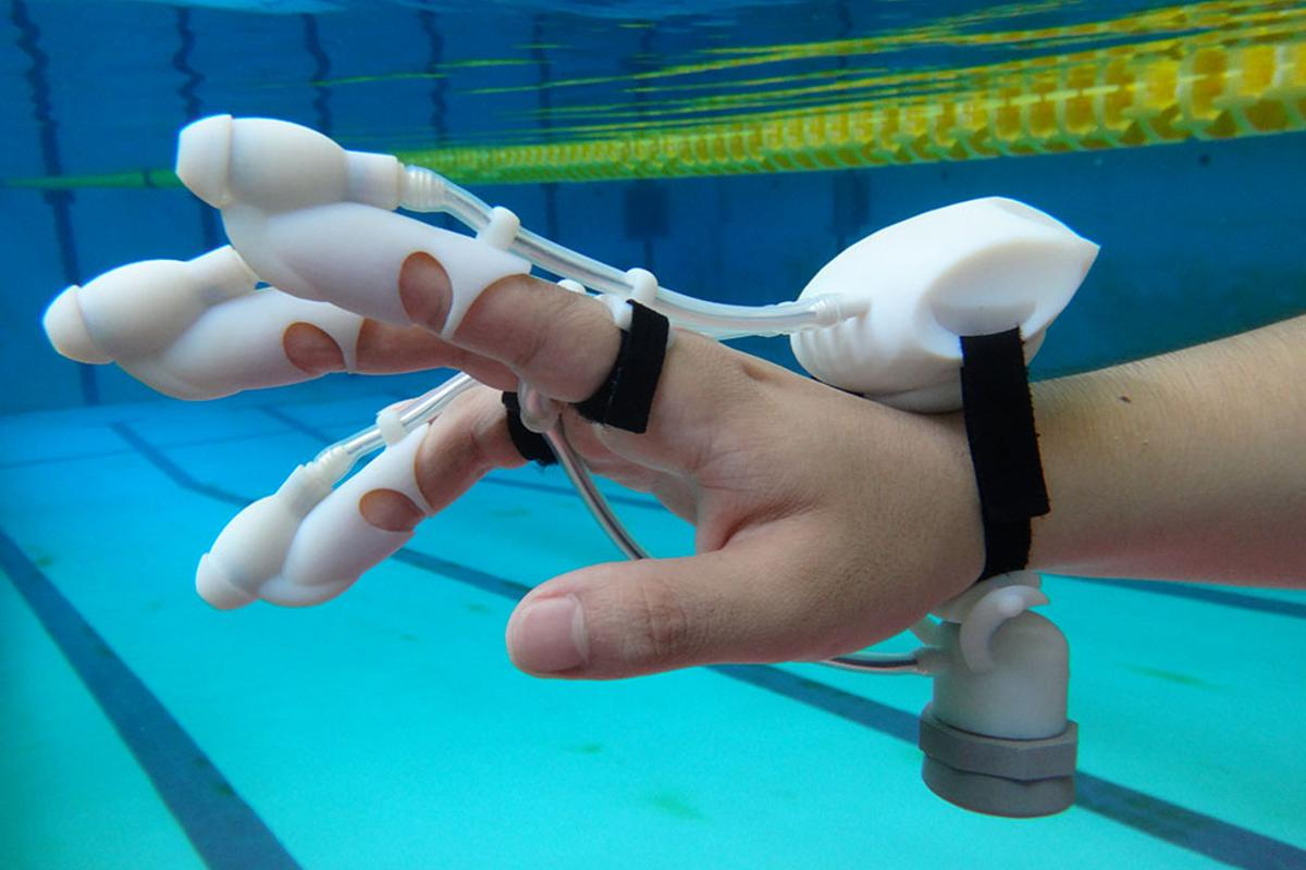 The IrukaTact glove lets you feel what's hidden underwater