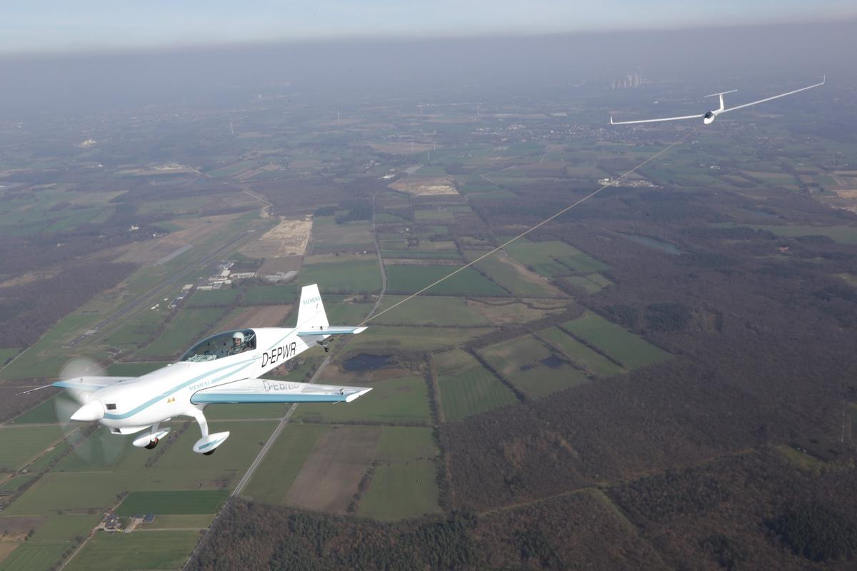 After setting two world speed records, the Extra 330LE became the first electric plane to tow a glider