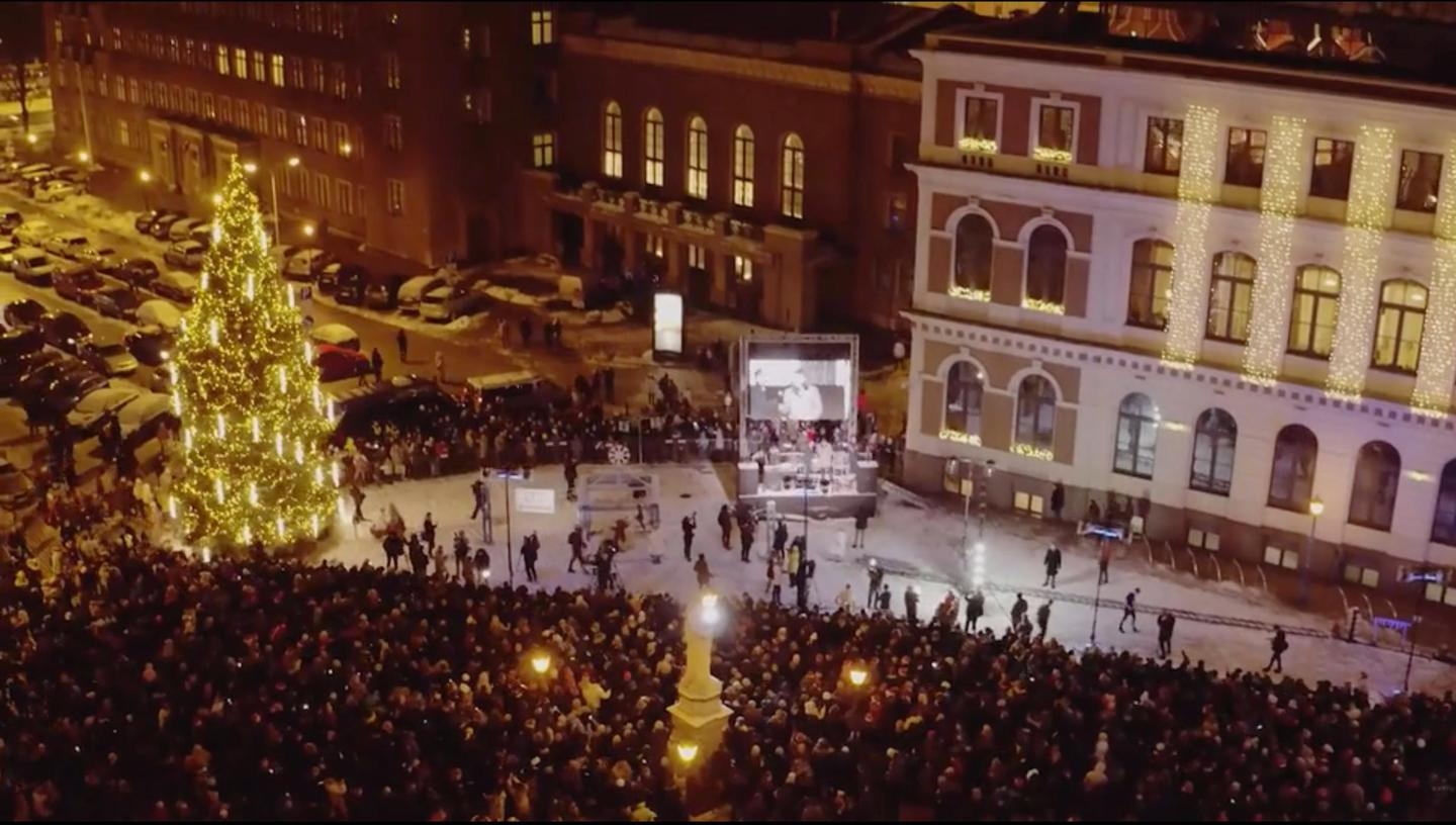 A monstrous 412-step Rube Goldberg machine took 15 minutes to turn on the Christmas lights in Riga, Latvia