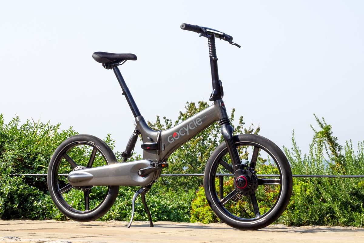 The GXi features an integrated 375 Wh battery that can be removed for charging