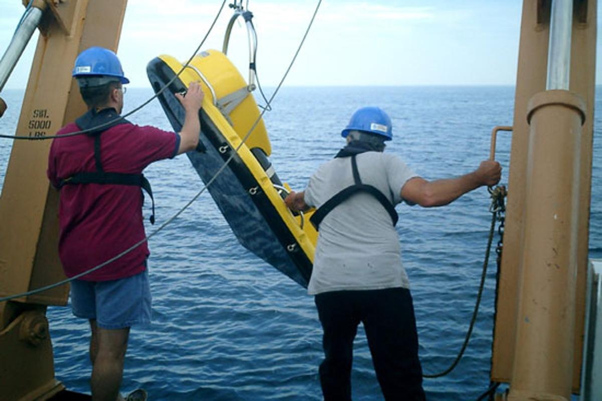 WHOI's low-frequency broadband acoustic system being deployed