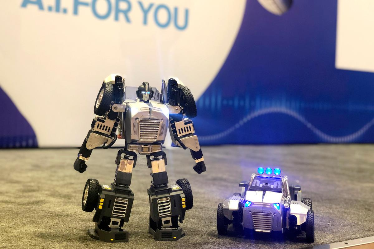 The commercial version of the Robosen T9 transforming robot was launched at CES 2020 in Las Vegas