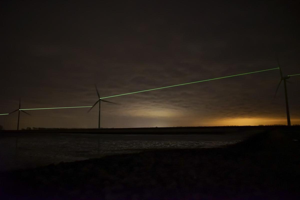 Windlicht joins neighboring wind turbines with light beams