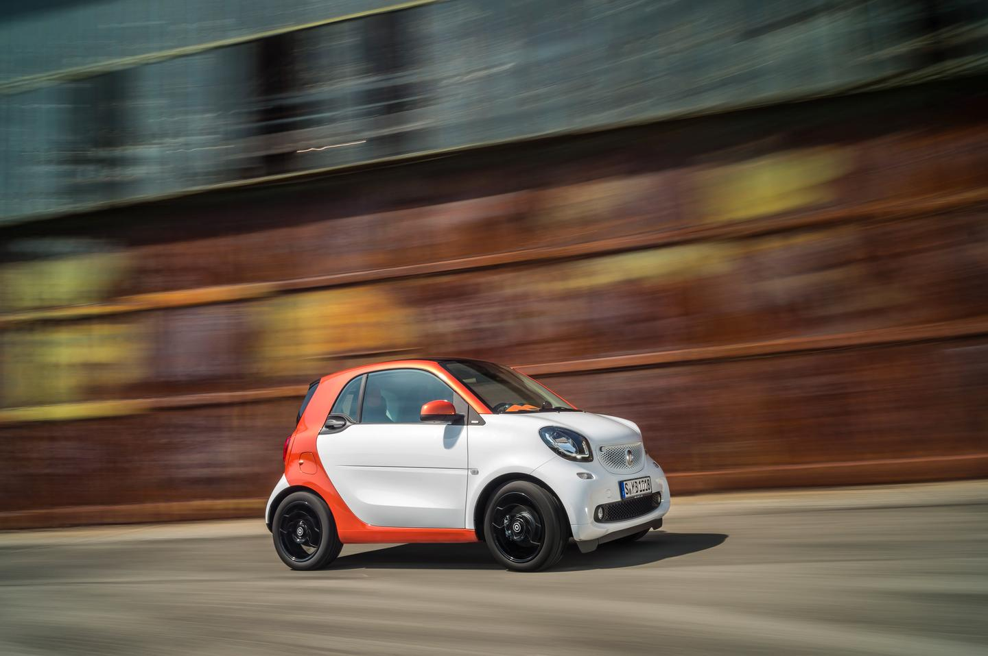 The new smart fortwo comes standard with daytime running lights