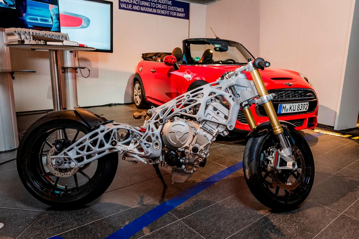 An S1000RR superbike with a 3D-printed frame and swingarm spiced up the BMWGroupDigital Day 2018