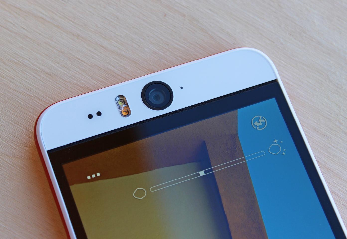 The HTC Desire Eye has a beastly 13 MP front-facing camera (Photo: Will Shanklin/Gizmag.com)