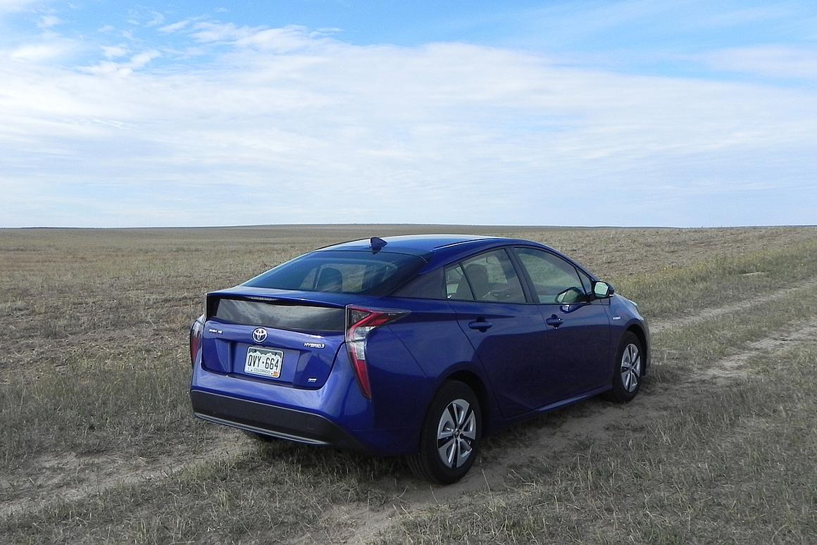 Review: 2016 Toyota Prius is a vast improvement at 54 mpg