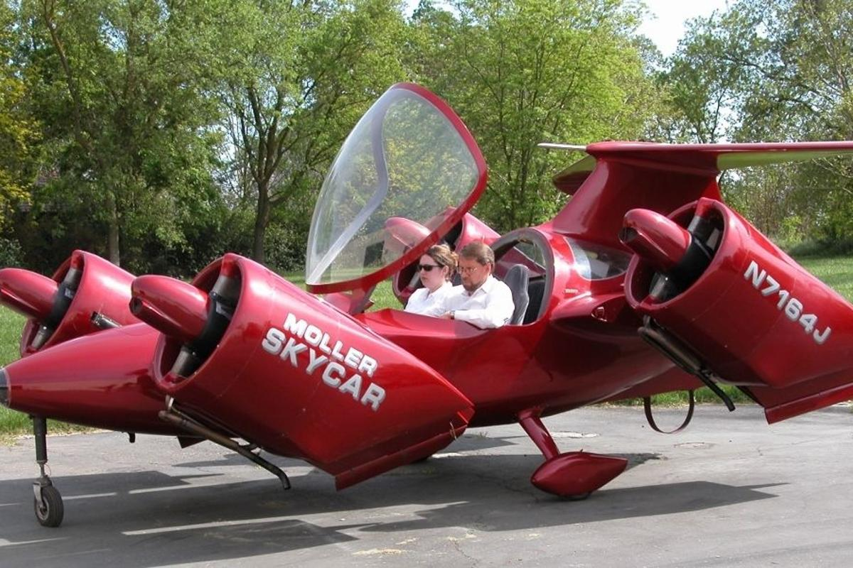 The Moller M400 is being sold in its original 2001 flight form and condition, and comes complete with eight tilting Rotapower engines that produce over 720 hp of thrust