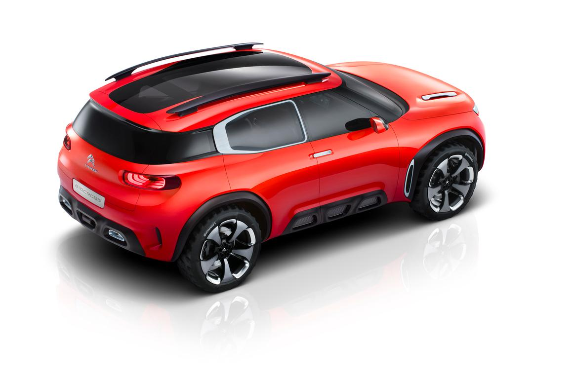 The Aircross has a floating roof with glass panel