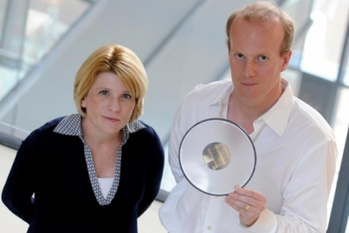 Lead researchers Shana Kelley and Ted Sargent with the cancer detecting microchips