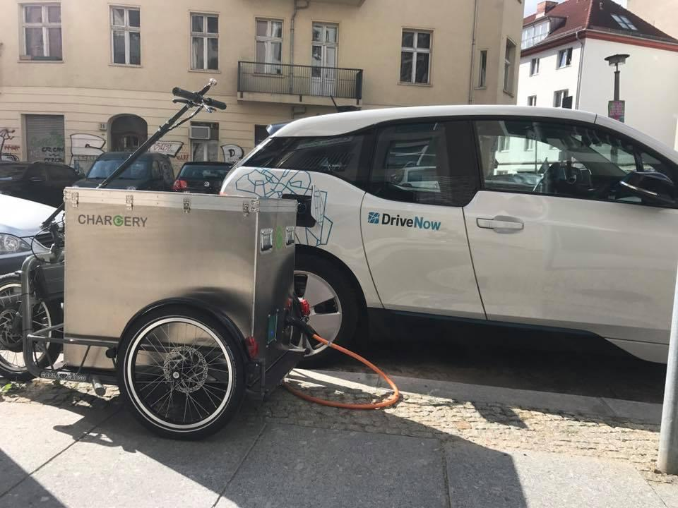 The motor-assisted trailer measures1 meter in length and 0.65 meters wide (3.3 x 2.1 ft) and weighing about 150 kg (330 lb)