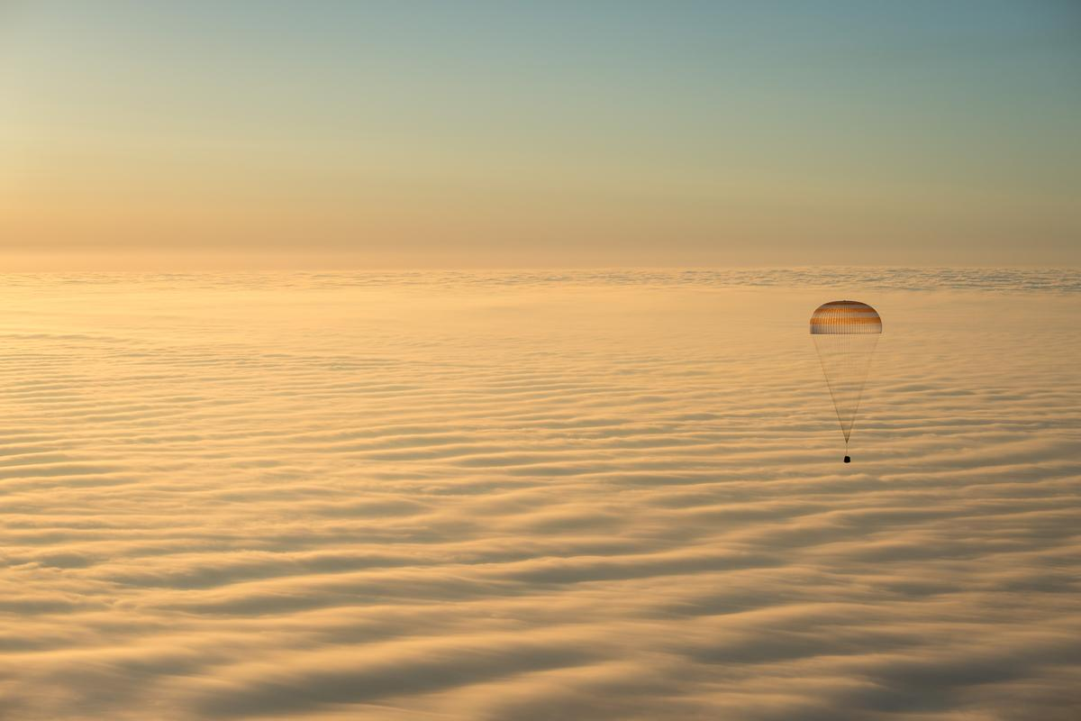 Soyuz TMA-14M in the final stages of its descent (Photo: NASA, Bill Ingalis)