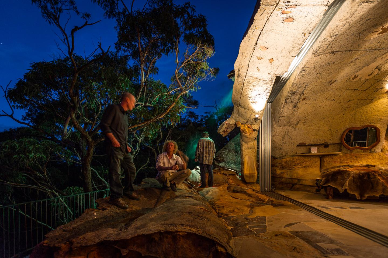 Clifftop Cave: (L to R) Noel McKeegan with Lionel Buckett and colleague Phil Tompkins (Photo: Loz Blain/Gizmag.com)