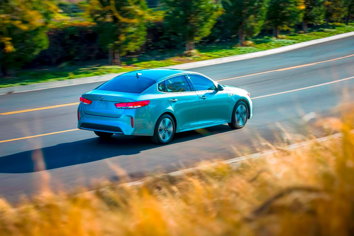 The 2017 Kia Optima Hybrid aims to improve fuel economy by ten percent over the current Optima Hybrid