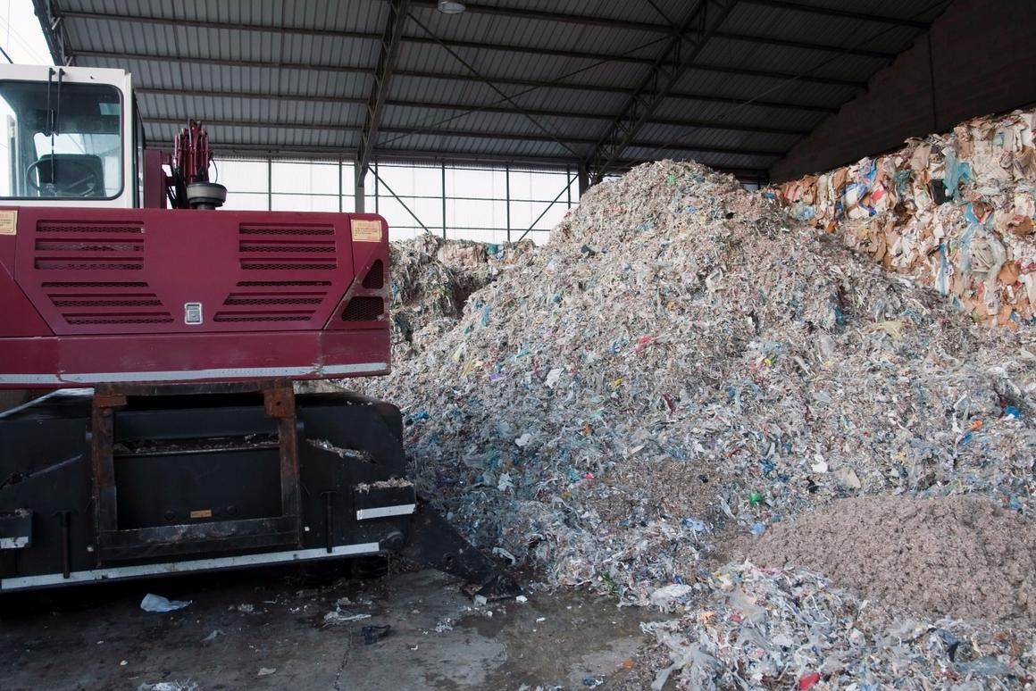 A process developed at Texas A&M can turn the waste from the paper and pulping industries into carbon fiber