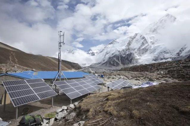 All of the TeliaSonera/Ncell 3G base stations in the Mount Everest region run on solar or solar hybrid power