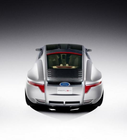 The Ford Reflex concept showcases exposed low-voltage circuitry on the roof glass and rear hatch.