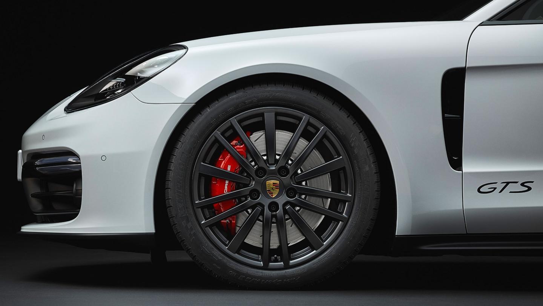 Porsche Panamera GTS range: 20-inch Panamera Design wheels