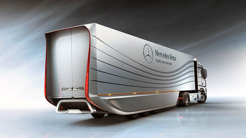 Mercedes' Aero Trailer, being pulled by an Actros tractor unit