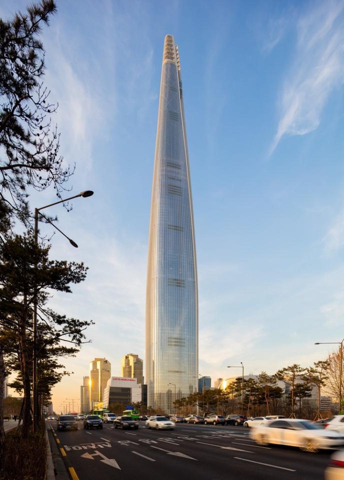 Lotte World Tower, byKohn Pedersen Fox Associates, is the tallest building in South Korea