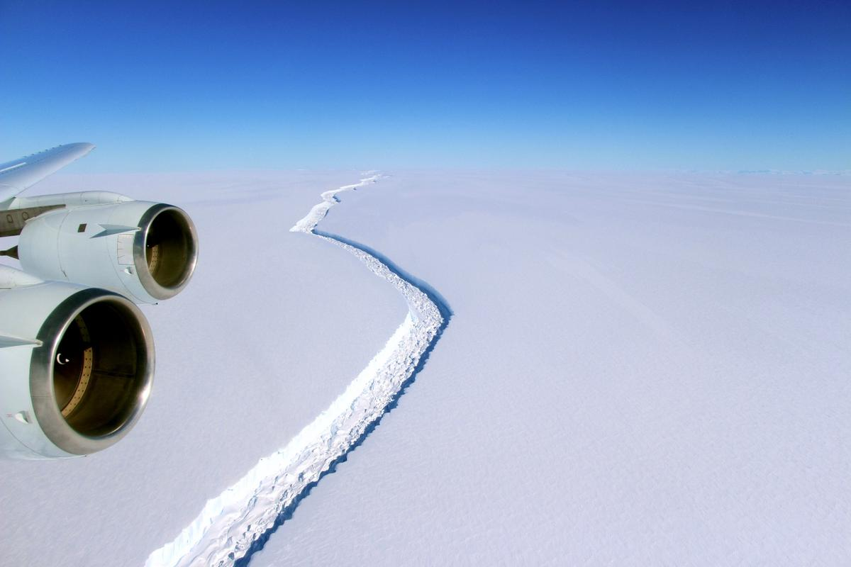 Imagefrom an aerial investigation of the Larsen C Ice Shelf by NASA in December 2016