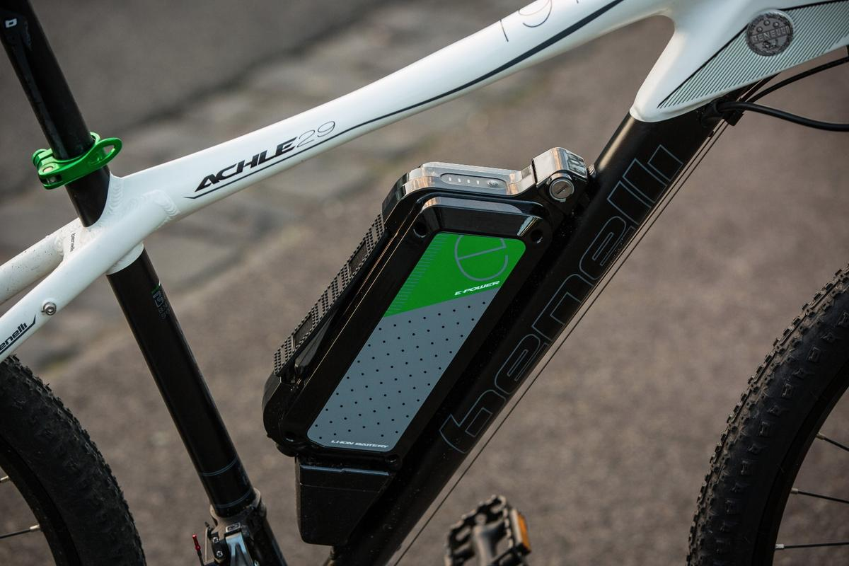 Benelli Achle 29: 36v, 13Ah Samsung battery is removable for charging and locks to the bike with a key