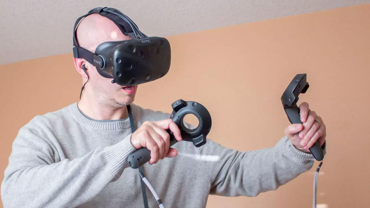 HTC is trying to win potential customers from the competition by offering package deals and financing for VR-ready PCs