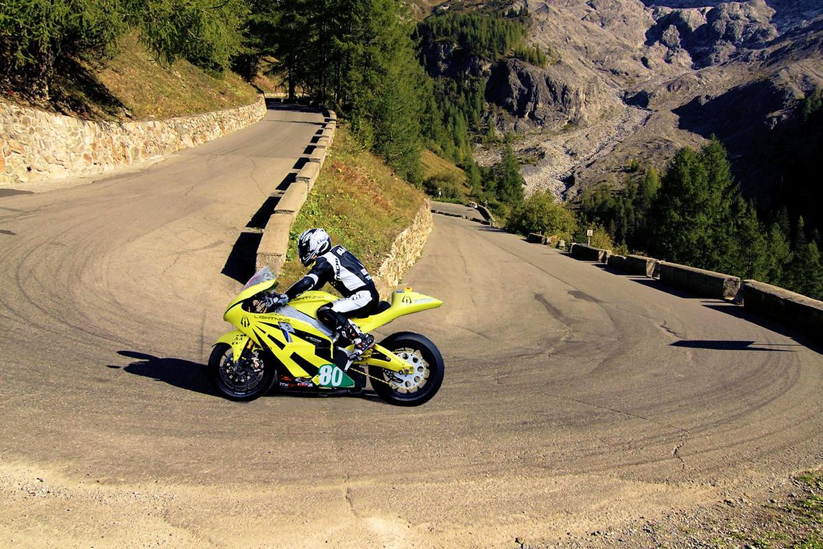 Carlin Dunne takes his Lightning Electric Superbike up Pikes Peak (Photo: Lightning Motorcycle Corp.)