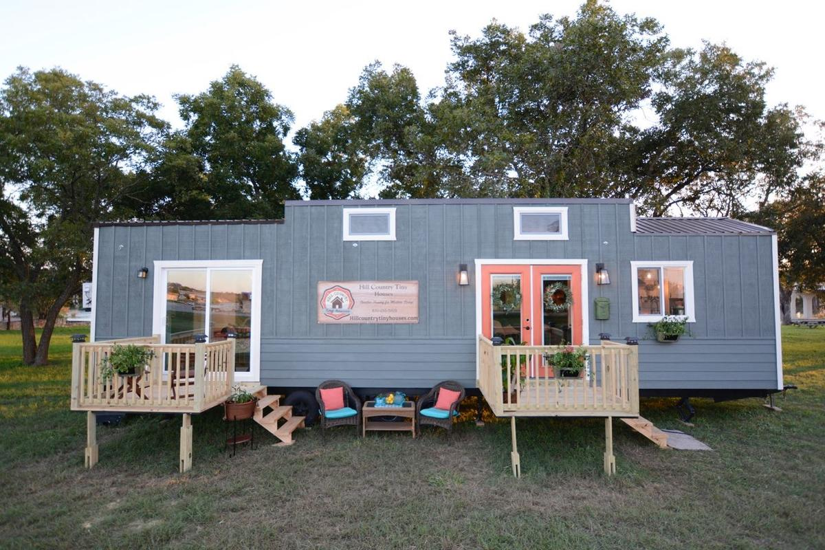 Hill Country Tiny Houses offers the Vintage Retreat for a price of US$98,000