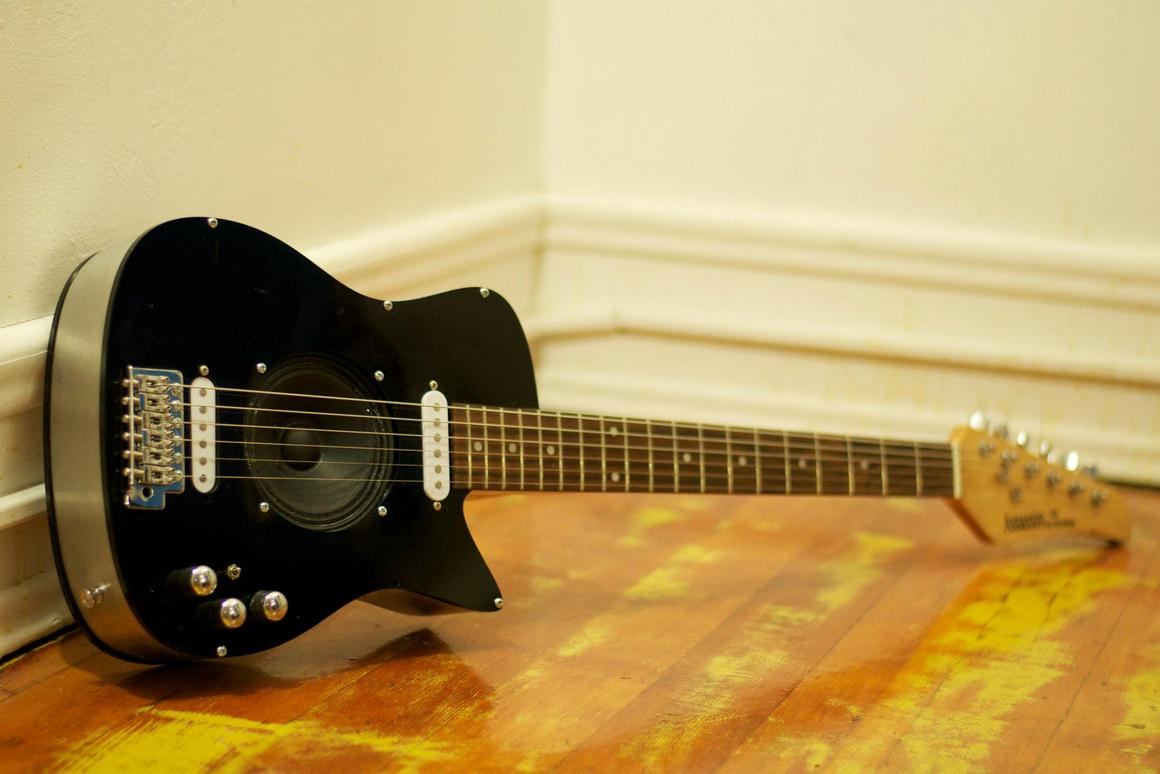 The Unlimited electric guitar has a built-in amplifier which can be fed digital effects from a smartphone app